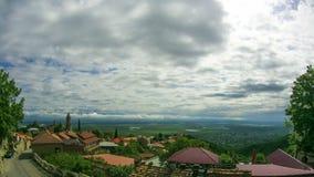 Панорамный взгляд на ландшафте города Sighnaghi, Georgia Timelapse видеоматериал