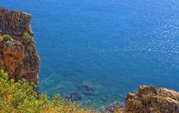 Панорамный взгляд на Средиземном море от скалы индюк antalya Стоковое фото RF