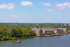 Панорамный взгляд на старом городке Александрии от Потомака в Вирджинии, США стоковые фотографии rf