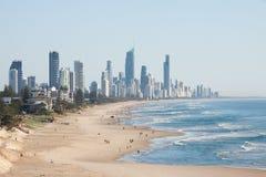 Панорамный взгляд рая серферов пляжный, одно из самых популярных назначений праздника в Австралии Стоковое фото RF
