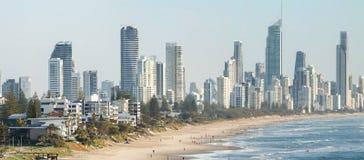 Панорамный взгляд рая серферов пляжный, одно из самых популярных назначений праздника в Австралии Стоковая Фотография