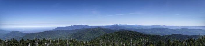 Панорамный взгляд слоев гор Стоковое Изображение RF