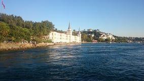 Панорамный взгляд Стамбула Городской пейзаж панорамы известного туристского канала пролива Bosphorus назначения Ландшафт Босфор п стоковая фотография