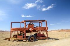Панорамный взгляд старой мельницы камня и руды используемой в горнодобывающей промышленности диаманта увиденной в пустыне около N Стоковое фото RF
