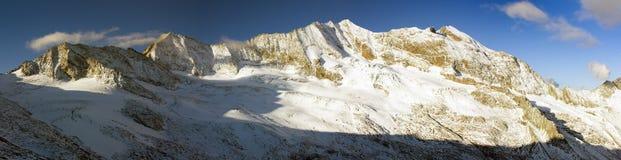 Панорамный взгляд Hochfeiler или Gran Pilastro Стоковые Фотографии RF