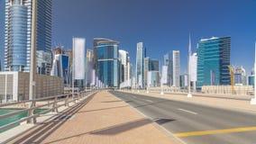 Панорамный взгляд hyperlapse timelapse залива дела и район центра города Дубай сток-видео