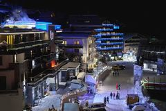 Панорамный взгляд Ischgl к ноча стоковые изображения rf
