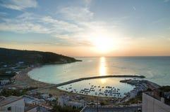 Панорамный взгляд Peschici. Puglia. Италия. Стоковые Фотографии RF
