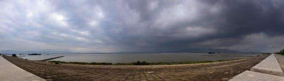 панорамный взгляд берега реки Стоковое фото RF