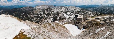 Панорамный взгляд ландшафта лета снежного Альпов Стоковые Изображения RF