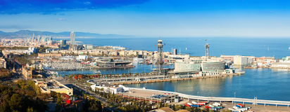 Панорамный взгляд Барселоны с портом стоковые фотографии rf