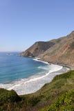 Панорамный взгляд береговой линии Калифорнии сценарной вдоль сценарной трассы 1 Стоковые Фото
