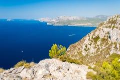 Панорамный взгляд береговой линии около Cassis увиденного от des Cretes трассы & x28; Провансаль, France& x29; стоковое фото rf