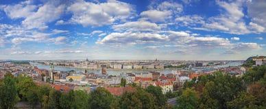 Панорамный взгляд Будапешта от замка Buda, Венгрии Стоковые Фото