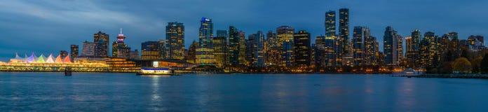 Панорамный взгляд Ванкувера, Канады, 12-ое октября 2016 Ligh ночи Стоковая Фотография