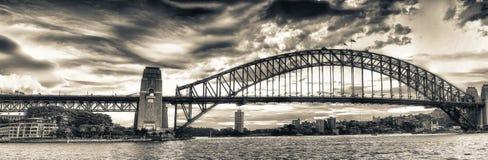 Панорамный взгляд гавани Сиднея на сумерк - NSW, Австралии Стоковые Изображения RF