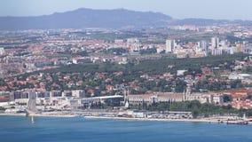 Панорамный взгляд горизонта Лиссабона, доков и акции видеоматериалы