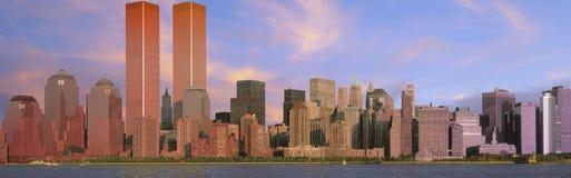 Панорамный взгляд горизонта Манхаттана на сумраке стоковые изображения rf