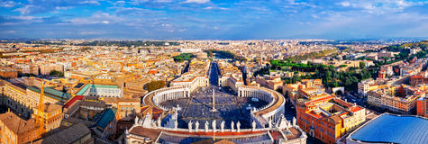 Панорамный взгляд города квадрата Рима и St Peter Стоковое Фото