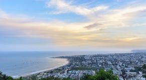 Панорамный взгляд города Vizag и пляжа от холма Kailasagiri Стоковая Фотография RF