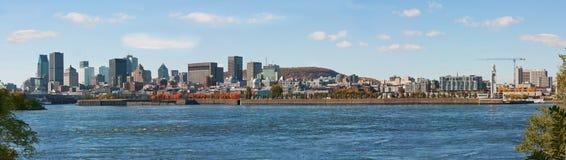 Панорамный взгляд городского Монреаля от St Хелена острова Стоковое Изображение RF