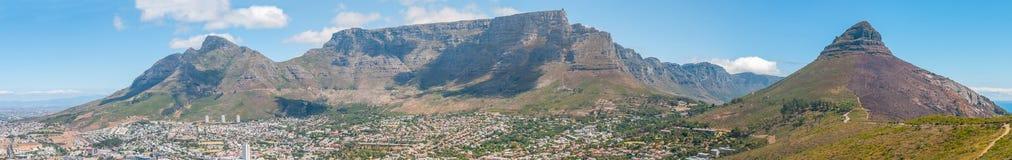 Панорамный взгляд горы Кейптауна и таблицы Стоковые Изображения