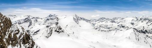 Панорамный взгляд гор Альпов с пиком Grossglockner Стоковая Фотография