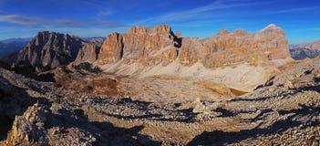 Панорамный взгляд гор Dolomiti - Группа Tofana di Tores - I Стоковые Изображения