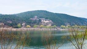 панорамный взгляд зеленого восточного холма с висками Стоковая Фотография