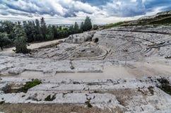Панорамный взгляд исторического римского амфитеатра Сиракуза стоковая фотография rf