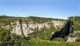 Панорамный взгляд каньона Itaimbezinho на национальном парке Aparados da Serra - Cambara делает Sul, Rio Grande do Sul, Бразилию стоковые изображения rf