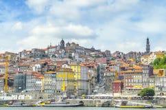 Панорамный взгляд красочного дома в старом городке Порту, Португалии Стоковая Фотография