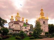 Панорамный взгляд к Киеву Pechersk Lavra с колокольней Всемирное наследие ЮНЕСКО стоковое изображение