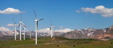 Панорамный взгляд на ветровой электростанции Стоковые Изображения