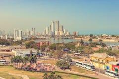 Панорамный взгляд на высоких зданиях подъема в высококачественной части автомобиля Стоковое Фото