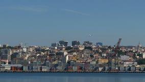 Панорамный взгляд на Лиссабоне и реке сток-видео