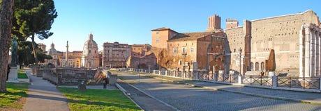 Панорамный взгляд на руинах античного Рима стоковое фото
