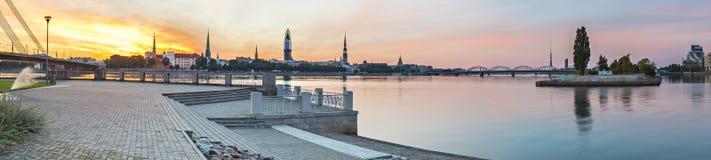 Панорамный взгляд на старом городе Риги, Латвии стоковое фото rf