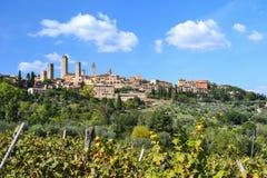 Панорамный взгляд на San Gimignano, Тоскане, Италии Стоковое фото RF
