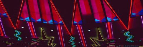 Панорамный взгляд неоновых свет гостиницы и казино и Нью-Йорка Нью-Йорка, Лас-Вегас, NV стоковые изображения rf