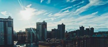 Панорамный взгляд новых современных домов в Воронеже, городского городского пейзажа, cloudscape Стоковая Фотография RF