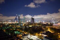Панорамный взгляд ночи Москвы, делового центра города стоковое изображение rf