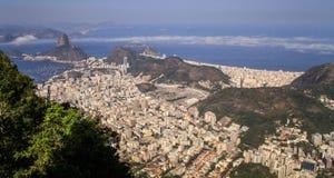 Панорамный взгляд обозревая Рио от горы Corcovado, Рио-де-Жанейро, Бразилию Стоковая Фотография RF