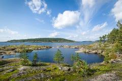 Панорамный взгляд островов озера Ladoga стоковые изображения