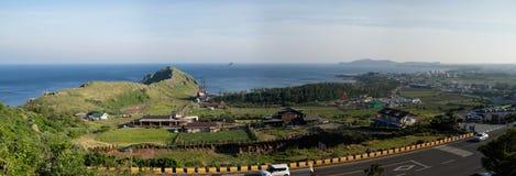 Панорамный взгляд от виска Bomunsa, острова Jeju, Южной Кореи Стоковые Фотографии RF