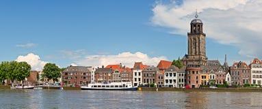 Панорамный взгляд средневекового голландского города Deventer с Grea Стоковые Фотографии RF