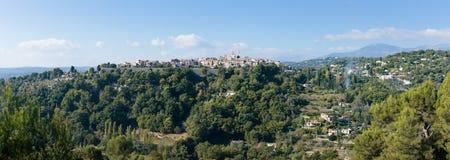 Панорамный взгляд старого горного села Vence стоковое фото rf