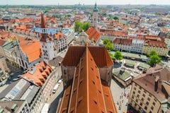 Панорамный взгляд старой архитектуры городка Мюнхена, Баварии, Германии стоковая фотография