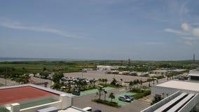 Панорамный взгляд Тихого океана от террасы на крыше авиапорта Ishigaki сток-видео