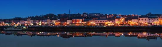 Панорамный взгляд Уотерфорда, Ирландии на ноче Стоковые Изображения RF